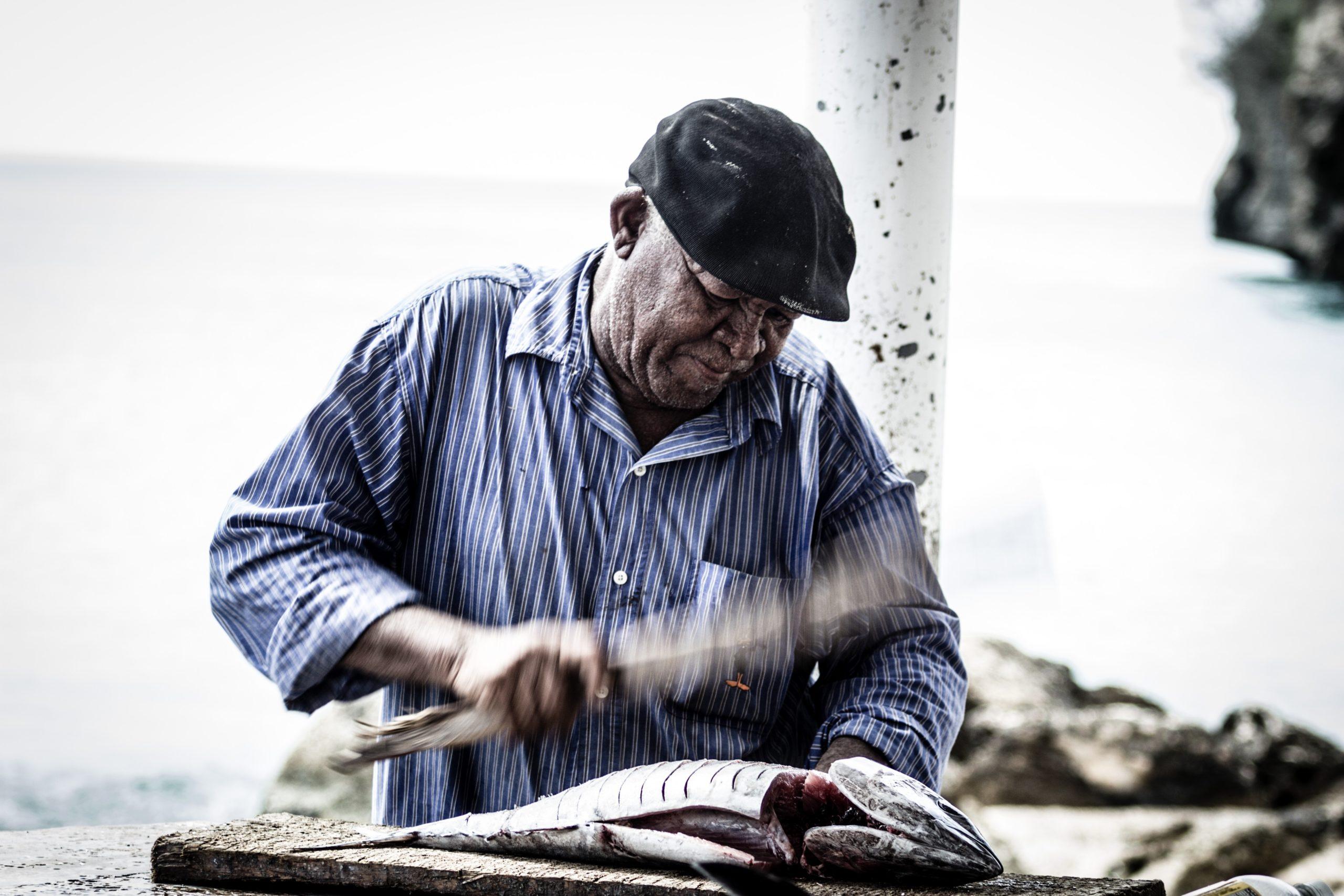 貯金しない人は老後も働くしかない【年金だけでは生活できない】